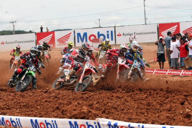 Poços de Caldas recebe abertura da Superliga Brasil de Motocross 2011 -