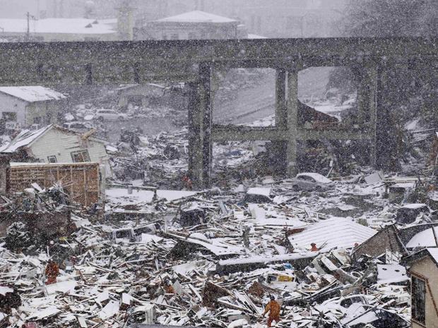 Equipes britânicas de resgate em Kamaishi nesta quarta-feira - Crédito: Foto: AP
