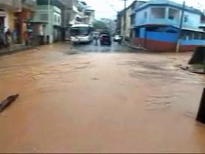 Ruas alagadas em Cachoeiro de Itapemirim  - Crédito: Foto: Reprodução/TV Gazeta de Vitória