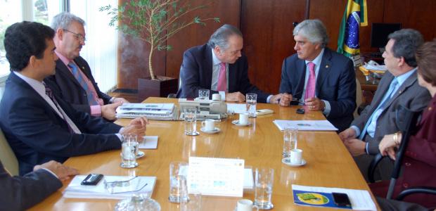Bancada de MS durante reunião com o ministro da Agricultura, Wagner Rossi - Crédito: Foto : Divulgação