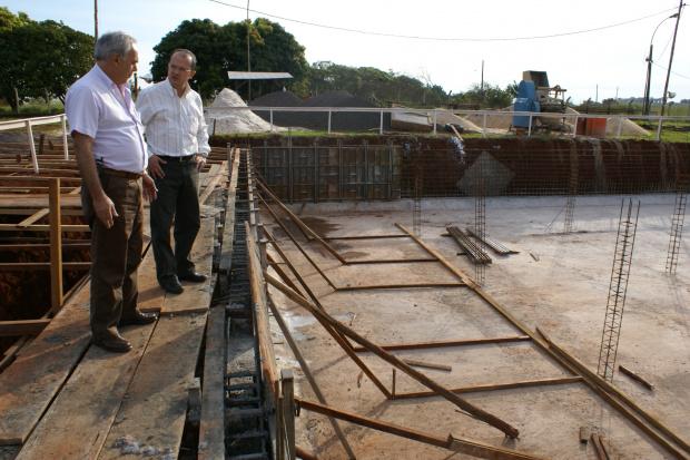 Presidente José Carlos Barbosa vistoria obras da Sanesul em Dourados: gestão eficiente - Crédito: Foto: Hédio Fa-zan/PROGRESSO