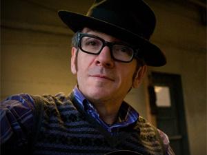 O cantor inglês Elvis Costello. - Crédito: Foto: Divulgação