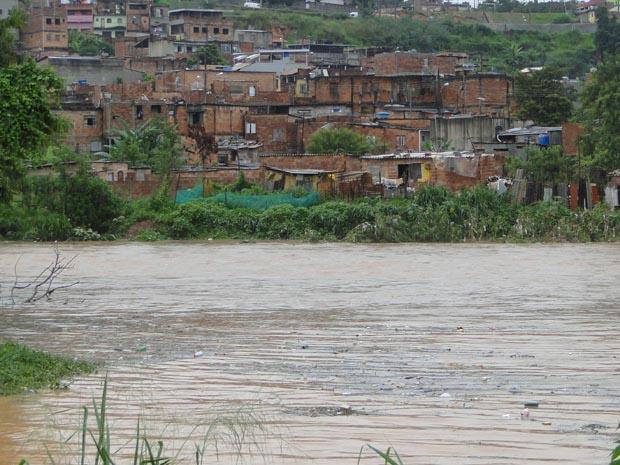 No dia 25 de novembro, o Córrego do Onça transbordou e inundou casas - Crédito: Foto: Arquivo G1/Pedro Triginelli