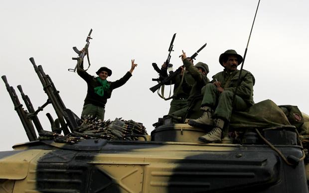 Força pró-Kadhafi comemora ação em Ajdabiya - Crédito: Foto: Reuters