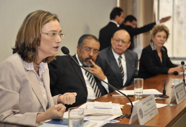 Ministra Maria do Rosário participa de audiência pública na Comissão de Direitos Humanos do Senado - Crédito: Foto : José Cruz – Abr