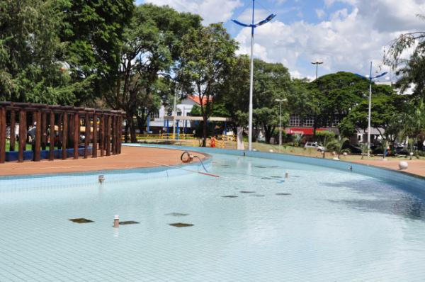 Praça vai ganhar fonte luminosa que será instalada na lamina d\'água Foto: Hédio Fazan -