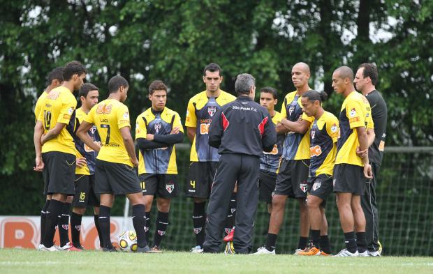 Carpegiani repete formação e define o São Paulo -