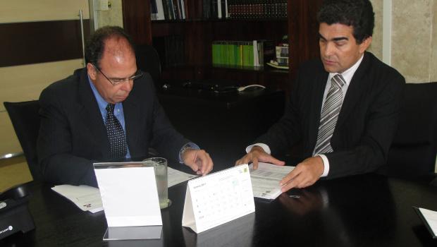 Marçal Filho com o ministro da Integração Nacional, Fernando Bezerra: mais recursos - Crédito: Foto: Divulgação
