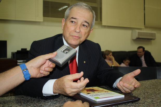 Juiz aposentado Ademar Pereira proferiu palestra e lançou livro na Unigran - Crédito: Foto : Hedio Fazan/PROGRESSO