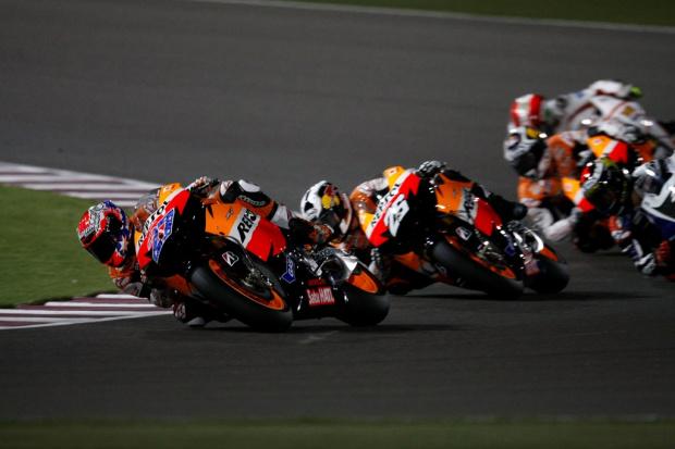 MotoGP - Casey Stoner fatura primeira etapa -