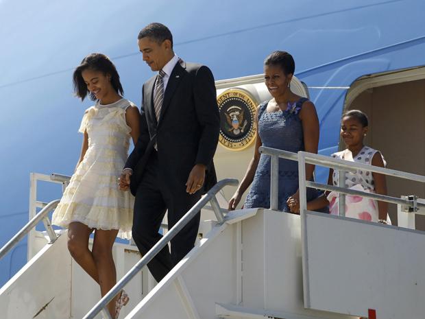 O presidente dos EUA, Barack Obama, e a família chegam a Santiago do Chile nesta segunda-feira - Crédito: Foto: Reuters