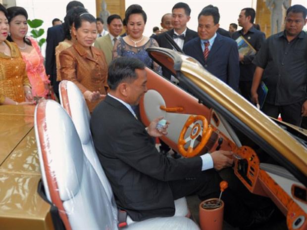 Nhean Phaloek, criador da Angkor, assinou acordo com duas empresas - Crédito: Foto: TANG CHHIN SOTHY/AFP
