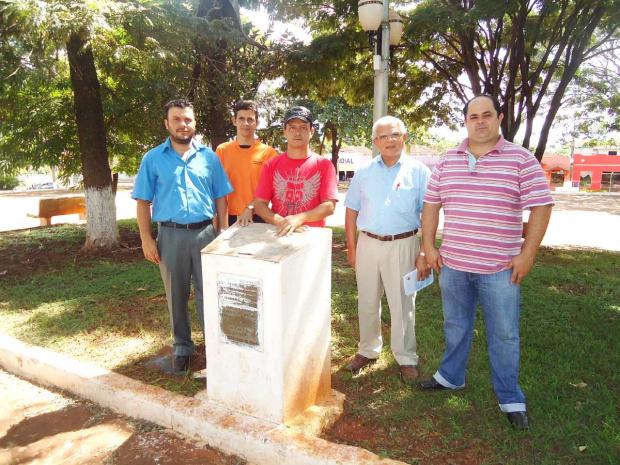 Nilson, Teodoro, Pastor Wilson e Givanildo no local do monumento - Crédito: Foto: Walter Ramos