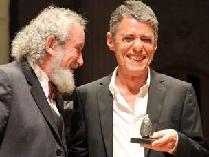 O cantor Chico Buarque recebeu o Prêmio Jabuti 2010 por  \'Leite derramado\'. - Crédito: Foto: Grizar Júnior/AE