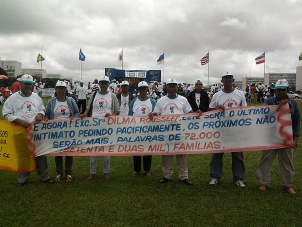 Baianos fazem protesto em frente ao Congresso Nacional por indenização relativa a Hidrelétrica de Sobradinho - Crédito: Foto: G1