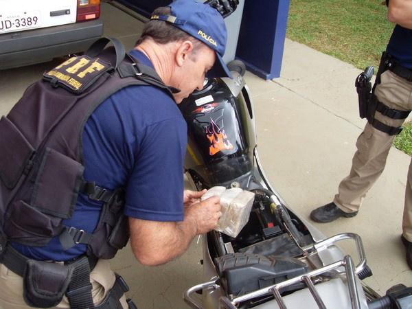 Mais de 2 quilos de crack foram apreendidos pela Polícia Rodoviária Federal, na manhã desta terça-feira - Crédito: Foto: Polícia Rodoviária Federal/Divulgação