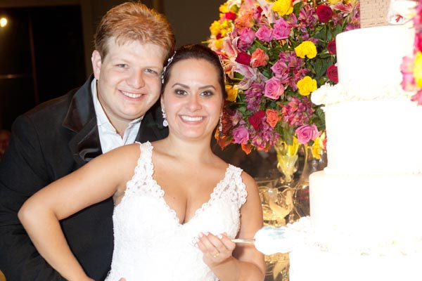 Os noivos Giancarlos Teló e Bárbara Laís -
