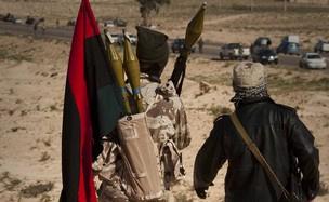 Rebeldes enfrentam forças do governo Kadhafi na Líbia - Crédito: Foto: Anja Niedringhaus/AP