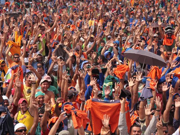 Segundo Santos, da Federação Nacional dos Trabalhadores na Indústria da Construção Pesada, há cerca de 35 mil trabalhadores em greve - Crédito: Foto: Helia Scheppa/AE