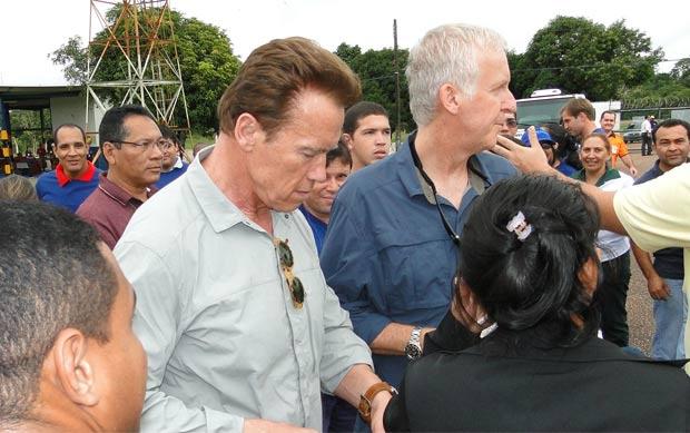 Schwarzenegger e Cameron no aeroporto em Altamira - Crédito: Foto: TV Liberal