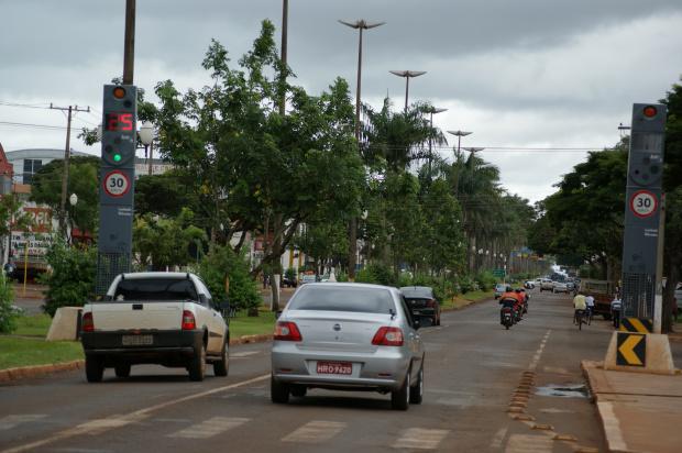 Lombadas eletrônicas continuam gerando polêmica e muitas reclamações em Dourados - Crédito: Foto: Hedio Fa-zan/PROGRESSO