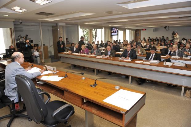 Comissão da Reforma Política aprova fim das coligações nas eleições proporcionais - Crédito: Foto : José Vare-lla/Agência Senado