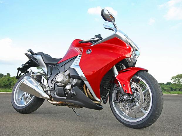 Esportiva VRF 1200 é uma das apostas da Honda para o mercado das motos de altas cilindradas - Crédito: Foto: Divulgação/Honda