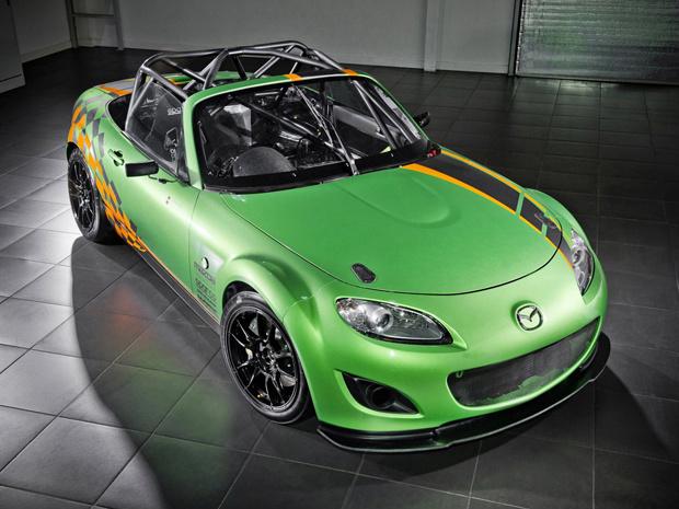 Modificado para ser mais leve, o Mazda MX-5 GT irá competir no Campeonato Britânico de Endurance de 2001 pesando aproximadamente 850 kg. O esportivo possui 275 cv de potência, velocidade máxima 257 km/h e atinge 100 km/h em apenas 3 segundos. Entre os com - Crédito: Foto: Divulgação