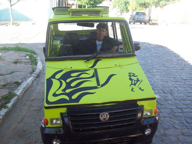 Orismar de Souza disse que passou fome para juntar dinheiro e comprar chapas de aço - Crédito: Foto: Divulgação/Wagner Batista da Silva/Arquivo Pessoal