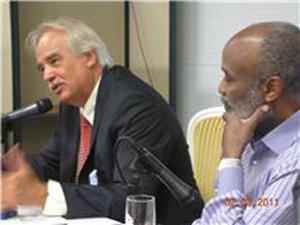 Ex-representante da OEA no Haiti Ricardo Seitenfus no dia em que foi condecorado pelo presidente do país, René Prevel - Crédito: Foto: Arquivo pessoal