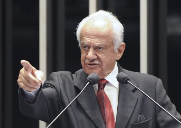 Pedro Simon critica a não aplicação da Lei da Ficha Limpa nas eleições de 2010 - Crédito: Foto : Paulo H. Carvalho