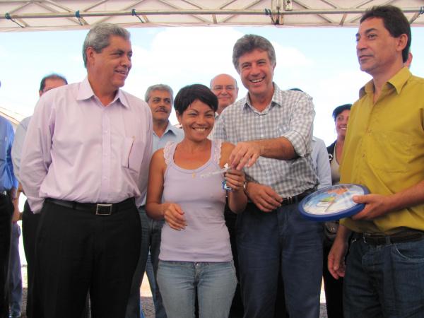 Puccinelli participou com Murilo da solenidade de entrega de 160 casas - Crédito: Foto : Hedio Fazan/PROGRESSO