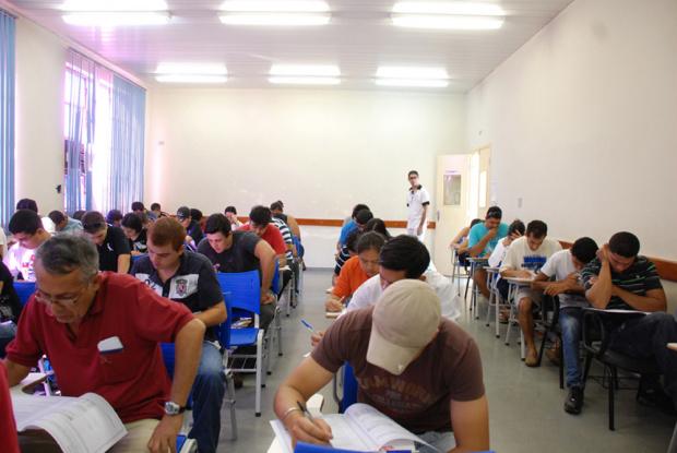 Candidatos fazem as provas para oito cursos técnicos do Senai no Estado - Crédito: Foto : Divulgação