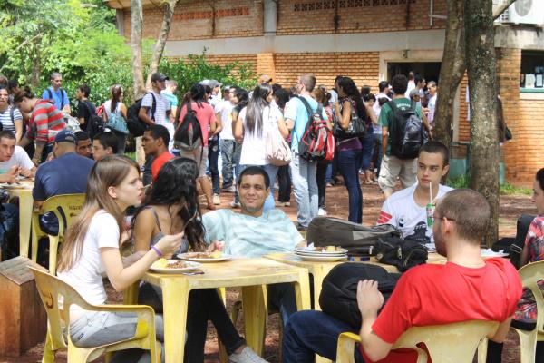 Estudantes se dizem preocupados por aumento no preço da alimentação no campus Foto: Hédio Fazan -
