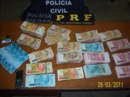 R$ 56 mil reais, em dinheiro, que foram apreendidos - Crédito: Foto: Divulgação