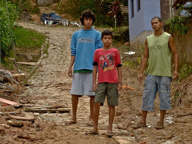 Moradores do bairro Laranjeiras. Casas foram soterradas - Crédito: Foto: Vinícius Sgarbe/G1 PR