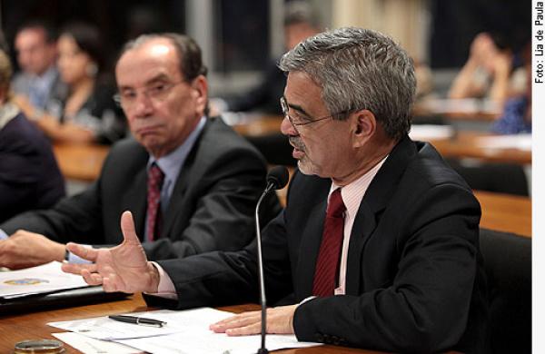 Comissão Especial da Reforma Política durante reunião na noite de terça-feira - Crédito: Foto: Lia de Paula/Agência Senado
