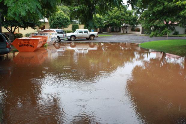 Bairros nobres como o Portal enfrentam enchentes por causa das galerias entupidas - Crédito: Foto: Hedio Fazan/PROGRESSO