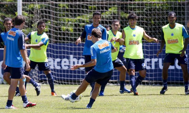 'Transfiro direto para os jogadores', diz Cuca sobre 30ª vitória no comando do time -