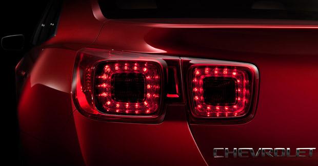 Nova geração do Chevrolet Malibu tem traseira inspirada no Camaro - Crédito: Foto: Divulgação