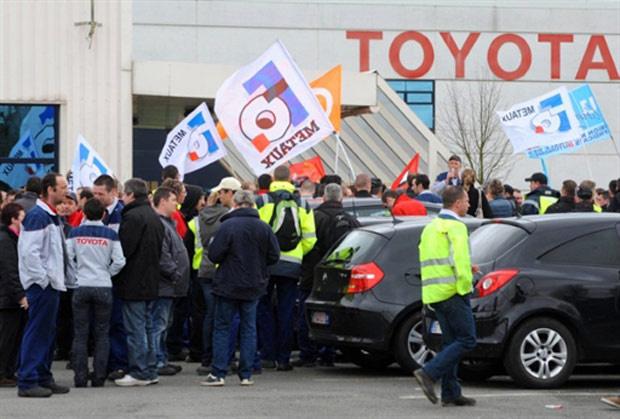 Trabalhadores da Toyota na fábrica francesa de Onnaing entraram em greve nesta quinta-feira - Crédito: Foto: FRANCOIS LO PRESTI/AFP
