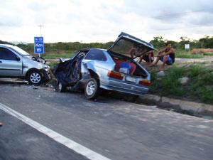 Uma pessoa morre e outra fica ferida em colisão  - Crédito: Foto: Everaldo Lins