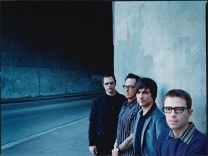 Rivers Cuomo, primeiro à direita, líder do Weezer  - Crédito: Foto: Divulgação