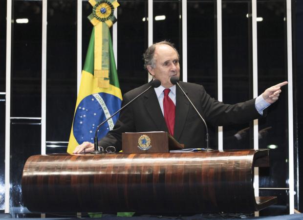 Senador Cristovam Buarque apela para uma reforma política mais abrangente - Crédito: Foto : Lia de Paula /Agência Senado