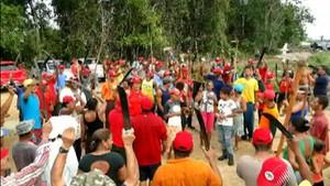 Militantes do MST na fazenda ocupada na região de Itabela - Crédito: Foto: Reprodução/TV Santa Cruz