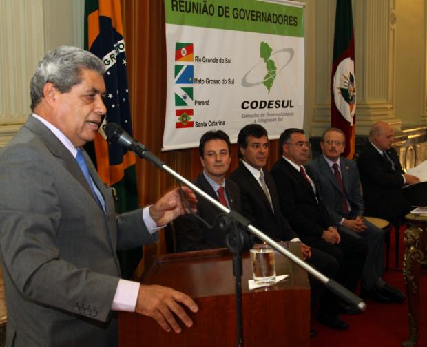 André Puccinelli discursa no encontro do Codesul realizado em Porto Alegre - Crédito: Foto : Rachid Waqued