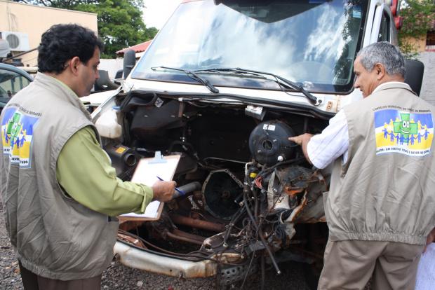 Ambulância do Samu está quebrada em oficina mecânica de Dourados - Crédito: Foto : Hédio Fazan/PROGRESSO