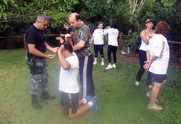 """As aulas de defesa pessoal acontecem na modalidade """"Assamco"""" - Crédito: Foto: Divulgação"""