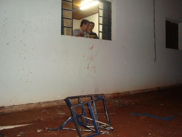 Janela que serviu de passagem a ladrões e o cofre - Crédito: Foto: Cido Costa/PROGRESSO