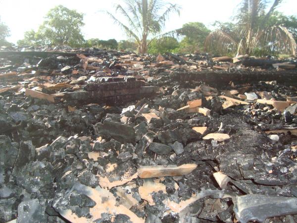 Incêndio criminoso destruiu barracão no Incra - Crédito: Foto : Cido Costa